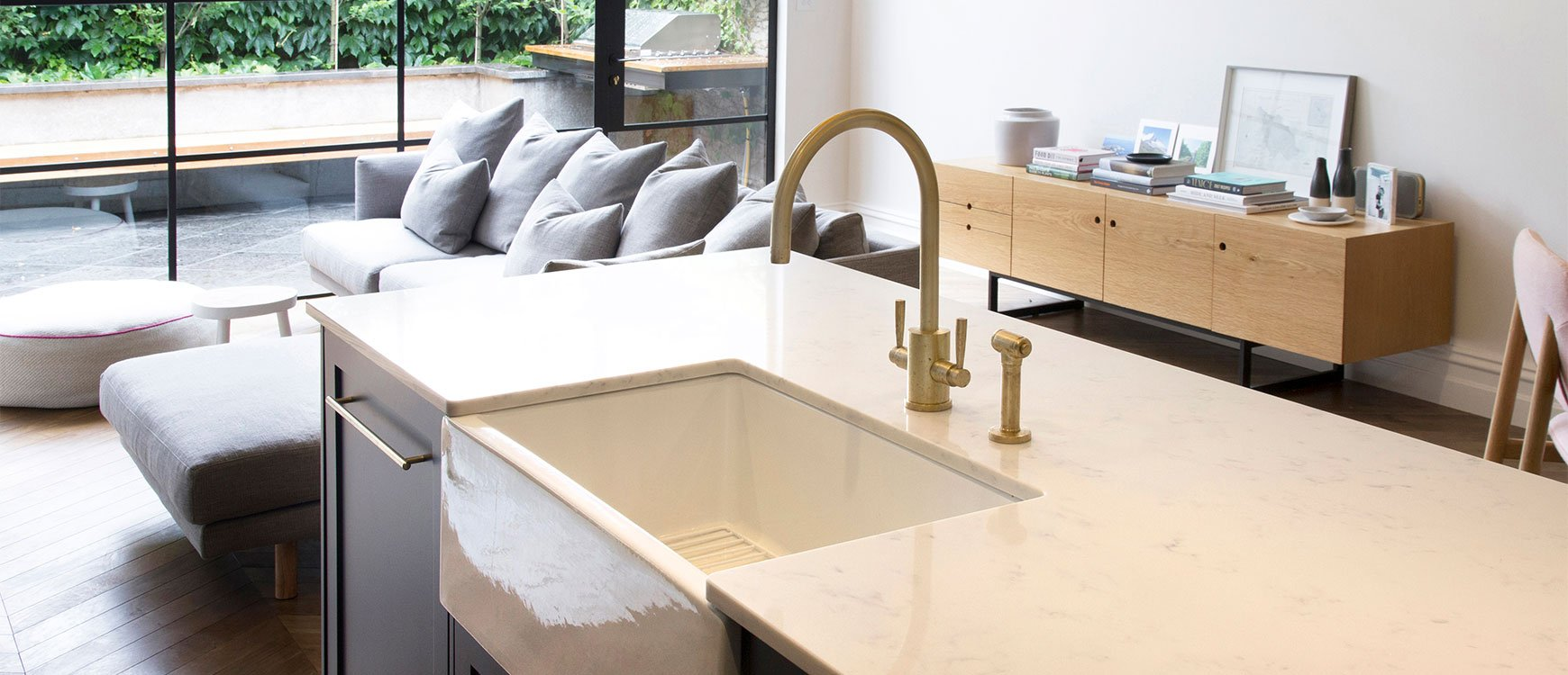 Kitchen sink with matching black glass tap landing and sliding cover - Should I Choose A Spray Rinse Tap
