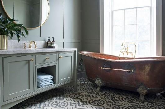 Country Victoria – Guest Bathroom