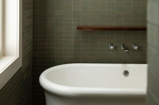 FRANKLIN RD HOUSE - BATHROOM