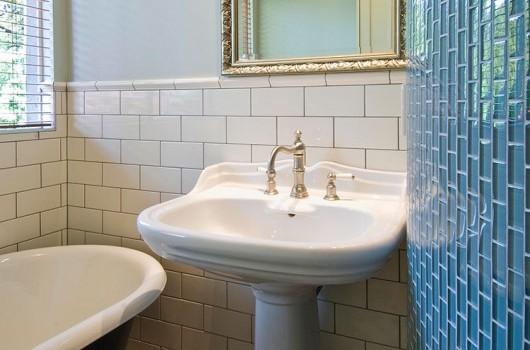 CHATSWORTH HOUSE - BATHROOM & LAUNDRY
