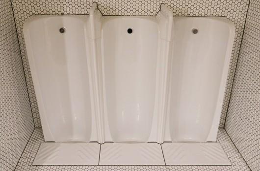 Longsong Restaurant - Men's Bathroom